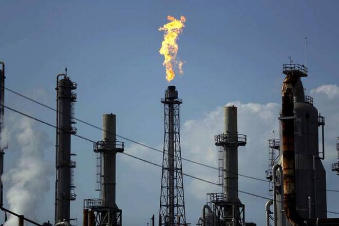Oil falls on surging virus cases, US-China tensions
